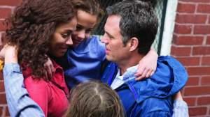 Mark Ruffalo with Zoe Saldana, Ashley Aufderheide and Imogene Wolodarsky in Infinitely Polar Bear.